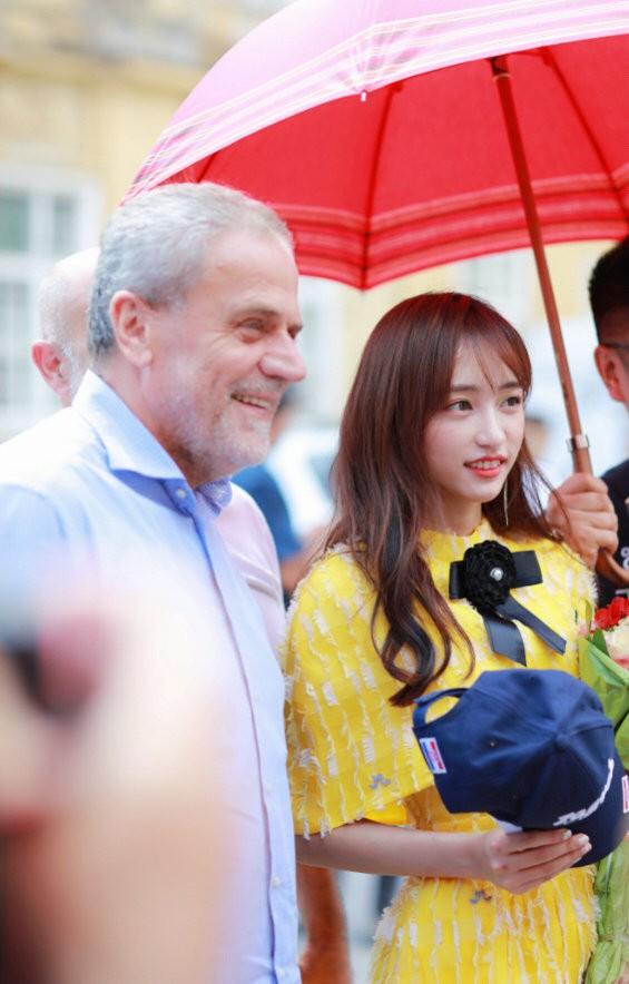 SNH48赴克罗地亚拍摄MV 萨格勒布市长接见黄婷婷